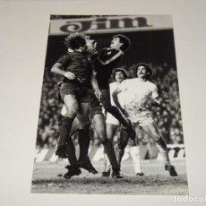 Coleccionismo deportivo: FOTOGRAFIA DEL PARTIDO DEL FC BARCELONA - R MADRID 1978 / 79 ,18 X 12 CM, GARCIA REMON. Lote 262913375