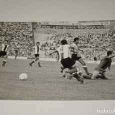 Coleccionismo deportivo: FOTOGRAFIA DEL PARTIDO DEL FC BARCELONA - HERCULES FC , TEMP. 78 / 79 , 18 X 12 CM, BUEN ESTADO. Lote 262913735