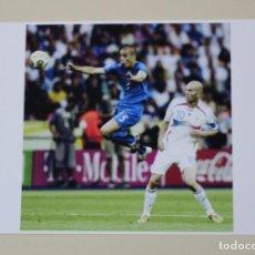 Coleccionismo deportivo: FOTOGRAFÍA FÚTBOL FABIO CANNAVARO Y ZINEDINE ZIDANE. FINAL DEL MUNDIAL 2006 (ITALIA - FRANCIA). Lote 120325455