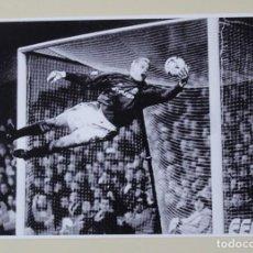 Coleccionismo deportivo: FOTOGRAFÍA FÚTBOL. PETER SCHMEICHEL. JUGADOR DEL MANCHESTER UNITED.. Lote 118920479