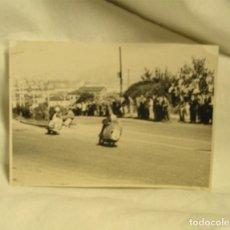 Coleccionismo deportivo: DEUSTO CARRERAS MOTOS INTERNACIONAL, BILBAO SAN SEBASTIAN, COVERAS AGOSTO DE 1957. MED. 10 X 7 CM. Lote 266466853