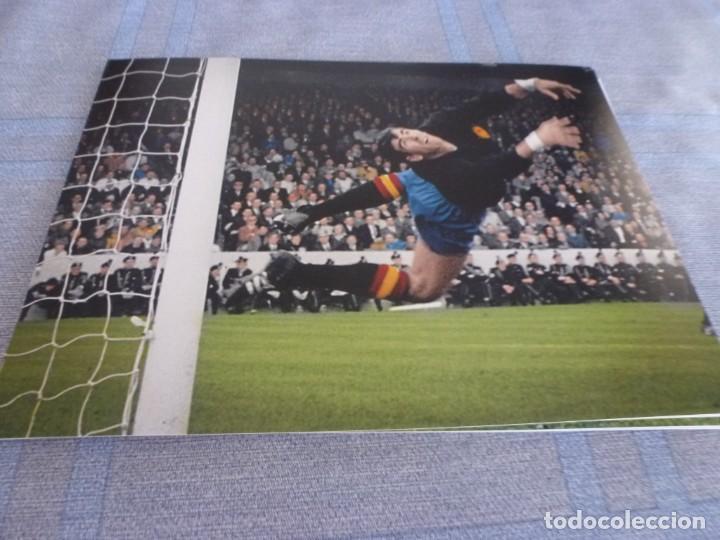 FOTO MATE(15 X 20)-MUNDIAL INGLATERRA 1966 ARGENTINA-ESPAÑA-IRIBAR (Coleccionismo Deportivo - Documentos - Fotografías de Deportes)