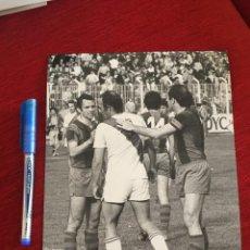 Coleccionismo deportivo: F15146 FOTO FOTOGRAFIA ORIGINAL DE PRENSA RAYO BARCELONA MANUEL CLARES. Lote 270635638