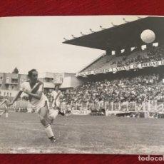 Coleccionismo deportivo: F15148 FOTO FOTOGRAFIA ORIGINAL DE PRENSA HOMENAJE POTELE RAYO VALLECANO (7-10-1979) GOL CLARES. Lote 270636083
