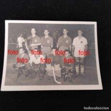 Coleccionismo deportivo: SELECCIÓN ESPAÑOLA DE HOCKEY PATINES, CAMPEONA DEL MUNDO AÑO 1951 ZARCO REPORTER GRÁFICO MARCA. Lote 276135923