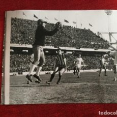 Coleccionismo deportivo: F15453 FOTO FOTOGRAFIA ORIGINAL DE PRENSA ATLETICO MADRID 0-0 SEVILLA (9-2-1964) SALVADOR MUT. Lote 277639828