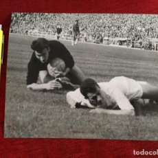 Coleccionismo deportivo: F15454 FOTO FOTOGRAFIA ORIGINAL DE PRENSA REAL MADRID SEVILLA (12-4-1964) AMANCIO SALVADOR MUT. Lote 277640068