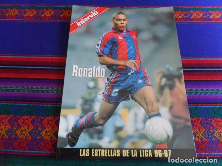 F.C. BARCELONA RONALDO LAS ESTRELLAS DE LA LIGA 96 97. INTERVIÚ. LÁMINA TROQUELADA 29X21 CMS. (Coleccionismo Deportivo - Documentos - Fotografías de Deportes)