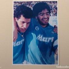 Coleccionismo deportivo: FOTOGRAFÍA FÚTBOL DIEGO MARADONA Y ANTONIO CARECA. ÉPOCA DEL NÁPOLES.. Lote 190144812
