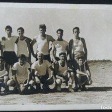 Coleccionismo deportivo: X181 JOVENES HOMBRES ADOLESCENTES EN ROPA DEPORTIVA EQUIPO ARGENTINO FÚTBOL AMATEUR FOTO POSTAL 1950. Lote 288189643