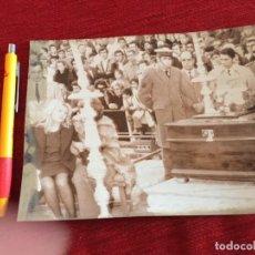 Coleccionismo deportivo: F15726 FOTO FOTOGRAFIA ORIGINAL DE PRENSA ENTIERRO PEDRO BERRUEZO MARTIN MALAGA SEVILLA (8-1-1973). Lote 288568088