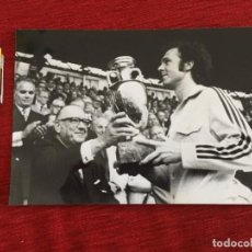 Coleccionismo deportivo: F16037 FOTO FOTOGRAFIA ORIGINAL DE PRENSA FRANZ BECKENBAUER ALEMANIA TROFEO FINAL EUROCOPA 1972. Lote 289486353