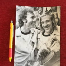 Coleccionismo deportivo: F16038 FOTO FOTOGRAFIA ORIGINAL DE PRENSA NETZER BECKENBAUER ALEMANIA TROFEO FINAL EUROCOPA 1972. Lote 289486478
