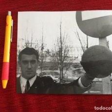 Coleccionismo deportivo: R15393 FOTO FOTOGRAFIA ORIGINAL DE PRENSA JUNQUERA REAL MADRID ZARAGOZA. Lote 290113708