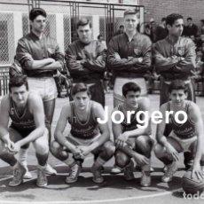 Coleccionismo deportivo: CLUB ESTUDIANTES BALONCESTO 1962-1963. CAMPEÓN COPA GENERALÍSIMO. FOTO. Lote 295549613