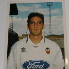 Coleccionismo deportivo: VALENCIA CLUB DE FUTBOL TEMPORADA 95 96 FOTO JUGADOR PAPEL AGFA. Lote 296067198