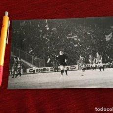 Coleccionismo deportivo: R15616 FOTO FOTOGRAFIA ORIGINAL DE PRENSA YUGOSLAVIA 1-0 ESPAÑA (13-2-1974) SELECCION ESPAÑOLA. Lote 297176498