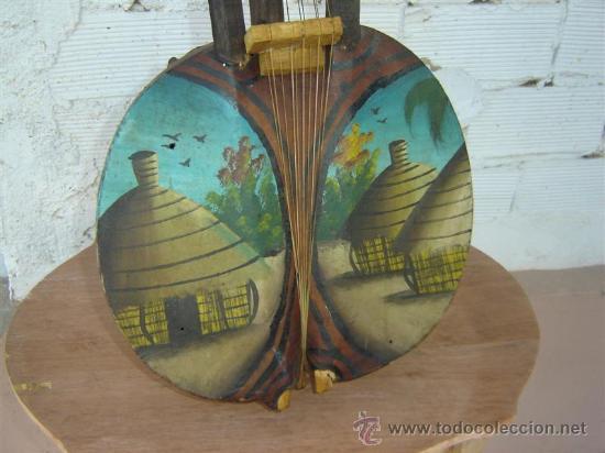 Instrumentos musicales: especie de guitarra african antigua - Foto 2 - 13149108