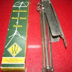 Instrumentos musicales: ANTIGUO ATRIL PLEGABLE PARA PARTITURAS WITTNER EN CAJA ORIGINAL. Lote 26874180