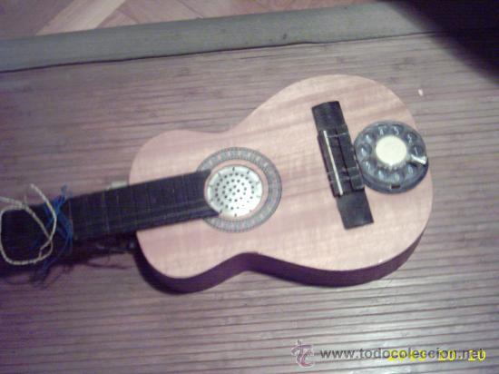 CURIOSA GUITARRA PEQUEÑA CONVERTIDA EN APARATO TELEFÓNICO Y/O RADIO. (Música - Instrumentos Musicales - Guitarras Antiguas)