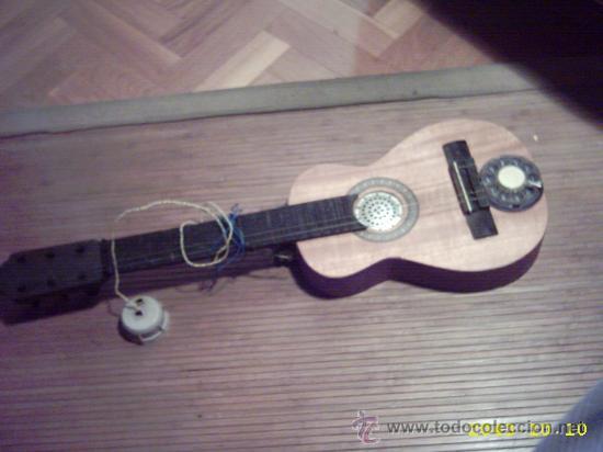 Instrumentos musicales: Curiosa guitarra pequeña convertida en aparato telefónico y/o radio. - Foto 2 - 26953322