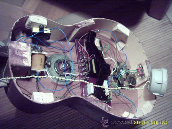 Instrumentos musicales: Curiosa guitarra pequeña convertida en aparato telefónico y/o radio. - Foto 3 - 26953322