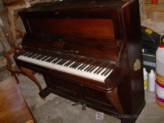 EXCELENTE PIANO VERTICAL EN PALO SANTO ( MIGUEL SOLER ) (Música - Instrumentos Musicales - Pianos Antiguos)