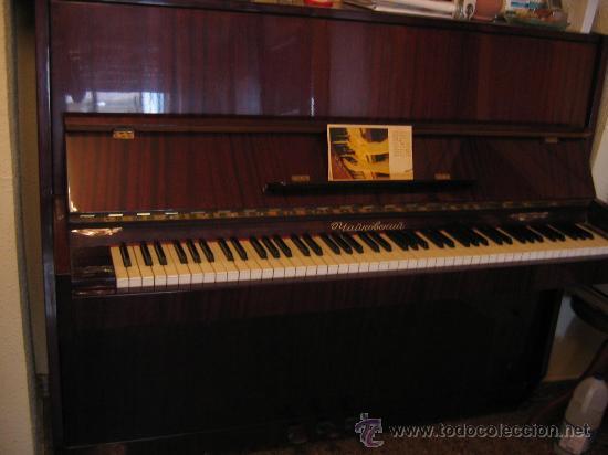 EXCELENTE. PIANO VERTICAL. FABRICACIÓN SOVIETICA.MARCA ROSTOV DON. MODELO CHAIKOVSKI. CERTIFICADO. (Música - Instrumentos Musicales - Pianos Antiguos)