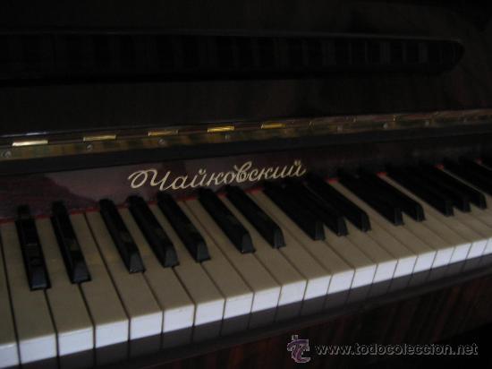 Instrumentos musicales: Excelente. Piano Vertical. Fabricación sovietica.Marca Rostov Don. Modelo Chaikovski. Certificado. - Foto 2 - 27251721
