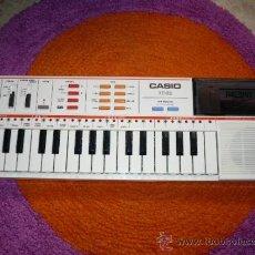 Instrumentos musicales: TECLADO ELÉCTRICO CASIO PT-82 EN BUEN ESTADO VINTAGE. Lote 32141223