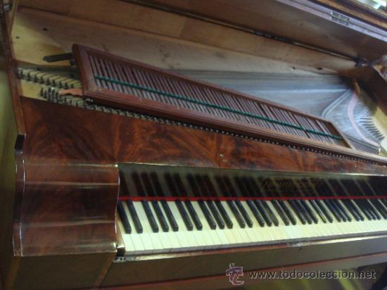 Instrumentos musicales: ANTIGUO PIANO - EL MUEBLE ESTÁ RESTAURADO - Foto 2 - 26999603