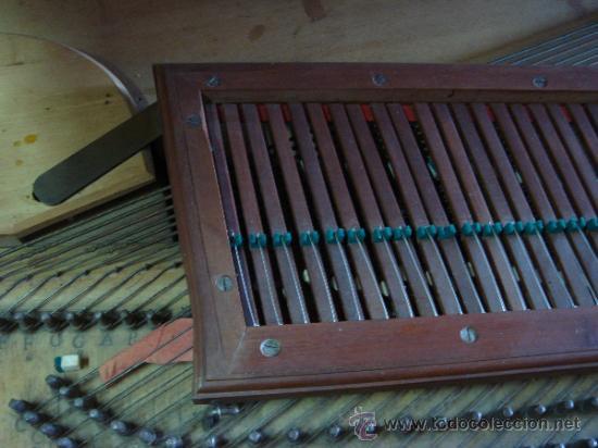 Instrumentos musicales: ANTIGUO PIANO - EL MUEBLE ESTÁ RESTAURADO - Foto 9 - 26999603