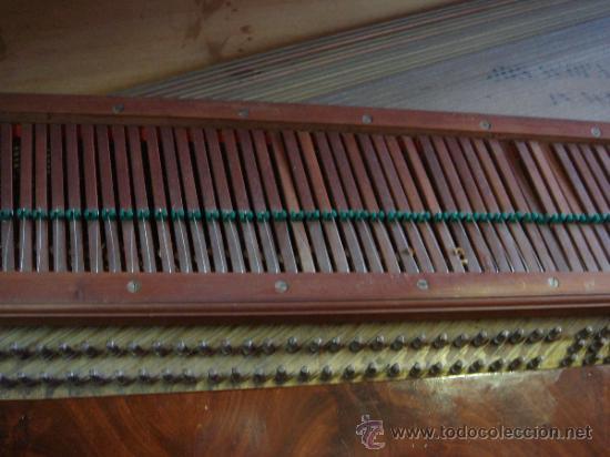 Instrumentos musicales: ANTIGUO PIANO - EL MUEBLE ESTÁ RESTAURADO - Foto 8 - 26999603