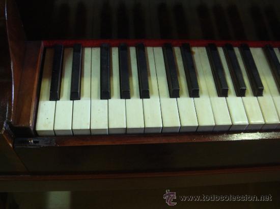 Instrumentos musicales: ANTIGUO PIANO - EL MUEBLE ESTÁ RESTAURADO - Foto 7 - 26999603