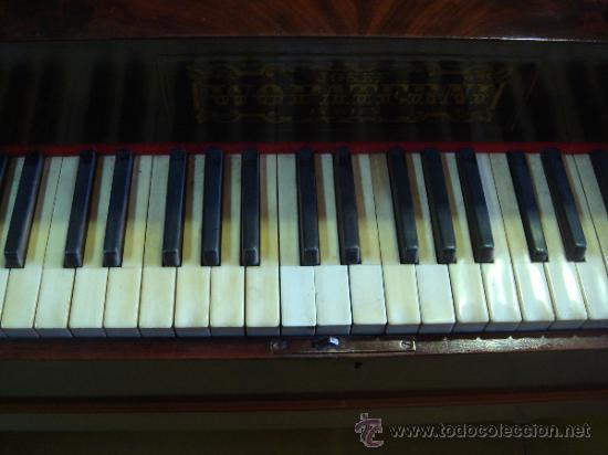 Instrumentos musicales: ANTIGUO PIANO - EL MUEBLE ESTÁ RESTAURADO - Foto 6 - 26999603