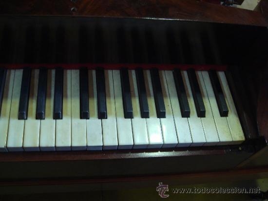 Instrumentos musicales: ANTIGUO PIANO - EL MUEBLE ESTÁ RESTAURADO - Foto 5 - 26999603