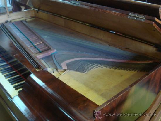 Instrumentos musicales: ANTIGUO PIANO - EL MUEBLE ESTÁ RESTAURADO - Foto 4 - 26999603