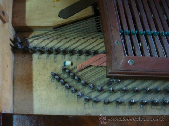 Instrumentos musicales: ANTIGUO PIANO - EL MUEBLE ESTÁ RESTAURADO - Foto 3 - 26999603