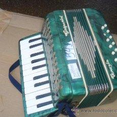 Instrumentos musicales: ACORDEON ANTIGUO. Lote 31860731