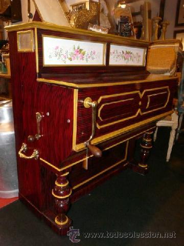 Instrumentos musicales: Organillo de manubrio italiano. Restaurado. Año 1900 aprox. - Foto 2 - 32540356