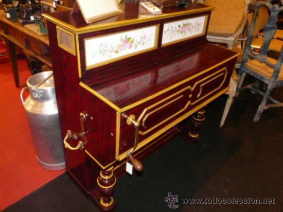 Instrumentos musicales: Organillo de manubrio italiano. Restaurado. Año 1900 aprox. - Foto 3 - 32540356