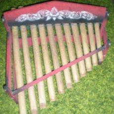 Instrumentos musicales: XILOFONO DE MADERA Y BAMBU PINTADO A MANO MIDE 68 X 47 X 68 CM MEDIADOS SIGLO XIX. Lote 32895121