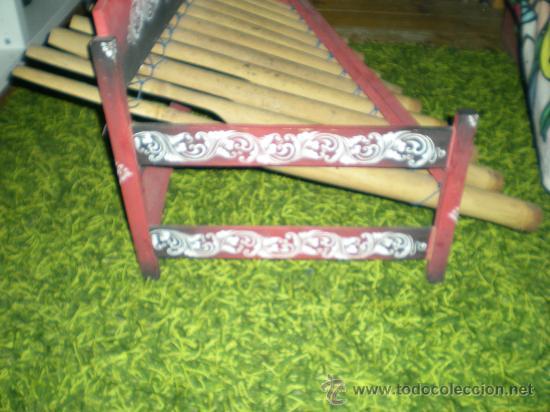 Instrumentos musicales: xilofono de madera y bambu pintado a mano mide 68 x 47 x 68 cm mediados siglo XIX - Foto 5 - 32895121