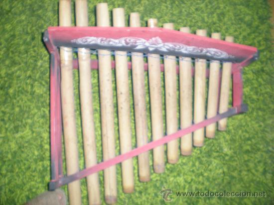 Instrumentos musicales: xilofono de madera y bambu pintado a mano mide 68 x 47 x 68 cm mediados siglo XIX - Foto 6 - 32895121
