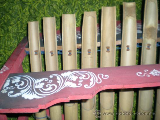 Instrumentos musicales: xilofono de madera y bambu pintado a mano mide 68 x 47 x 68 cm mediados siglo XIX - Foto 8 - 32895121