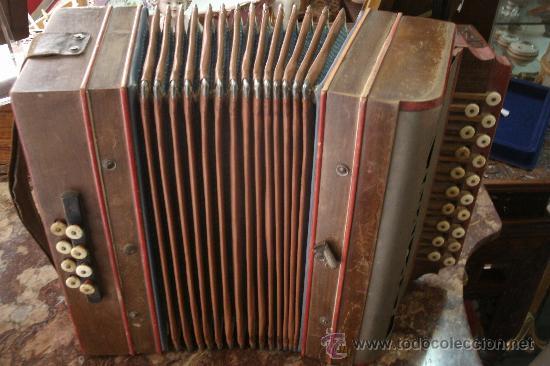 Instrumentos musicales: ANTIGUO ACORDEÓN - BANDONEÓN ORIGINAL DE PRINCIPIOS DEL S. XX EN MADERA Y TECLAS DE HUESO - Foto 10 - 41155567