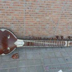 Instrumentos musicales: GUITARRA LARGA CON INCRUSTACIONES DE HUESO. Lote 38599356