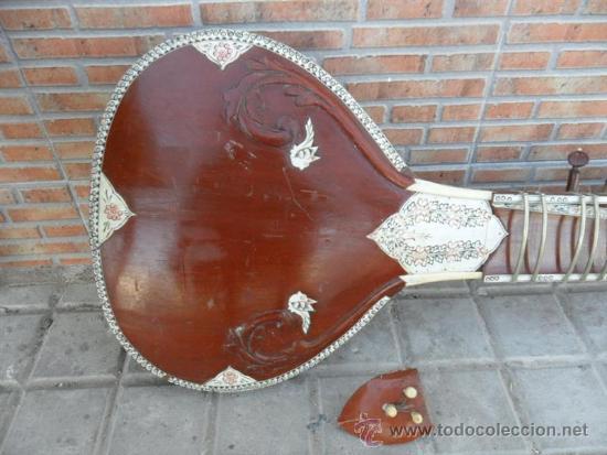 Instrumentos musicales: guitarra larga con incrustaciones de hueso - Foto 2 - 38599356