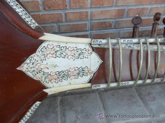 Instrumentos musicales: guitarra larga con incrustaciones de hueso - Foto 5 - 38599356