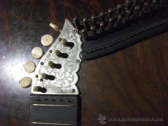 Instrumentos musicales: citara de la europa del este con marqueteria de metal y grabados, buena pieza - Foto 3 - 38673861